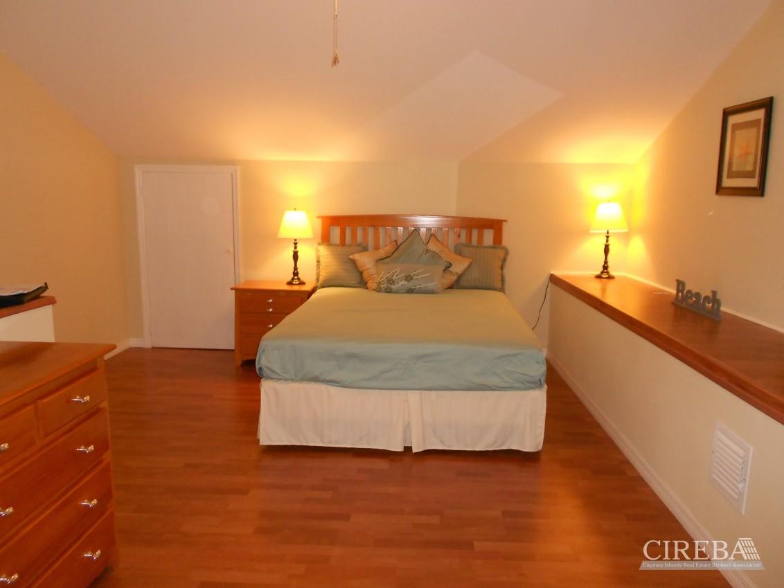 Villa Royale 3 Bedroom - Image 2