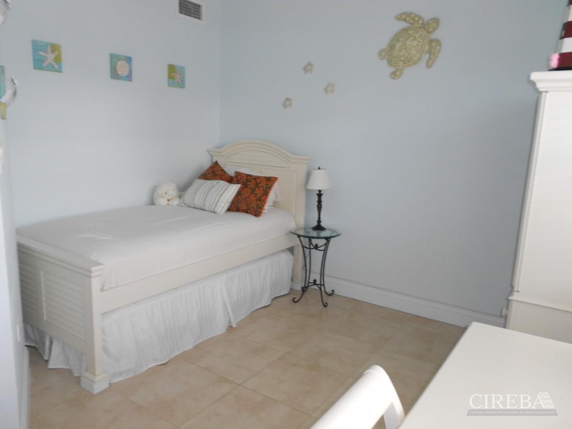 Villa Royale 3 Bedroom - Image 5